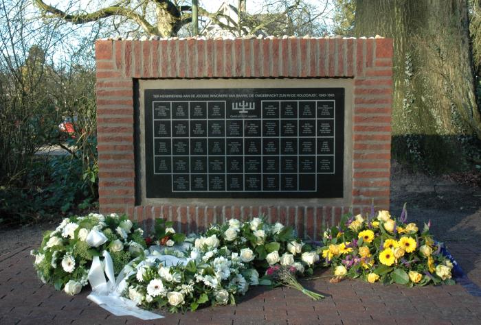 Het onthulde Joods Monument Baarn.
